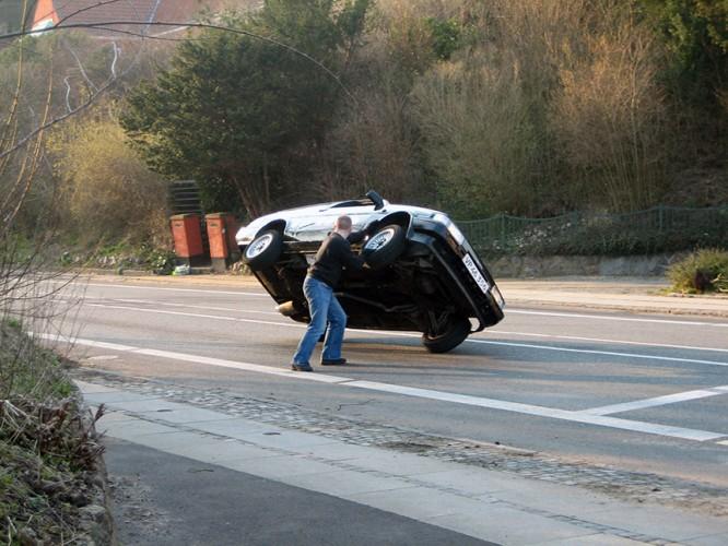 Dennis Albrethsen leger med biler - Reklamefilm 2008