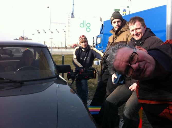 Dennis Albrethsen på low-loader med gutterne - Far til fires vilde ferie 2013