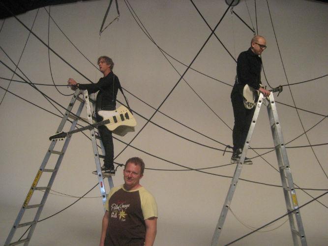 Carpark North og Dennis Albrethsen i trådene til musikvideo.