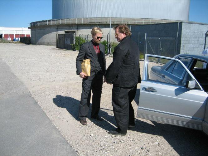 Ulrich Thomsen og Dennis Albrethsen i forhandling. Blekingegadebanden