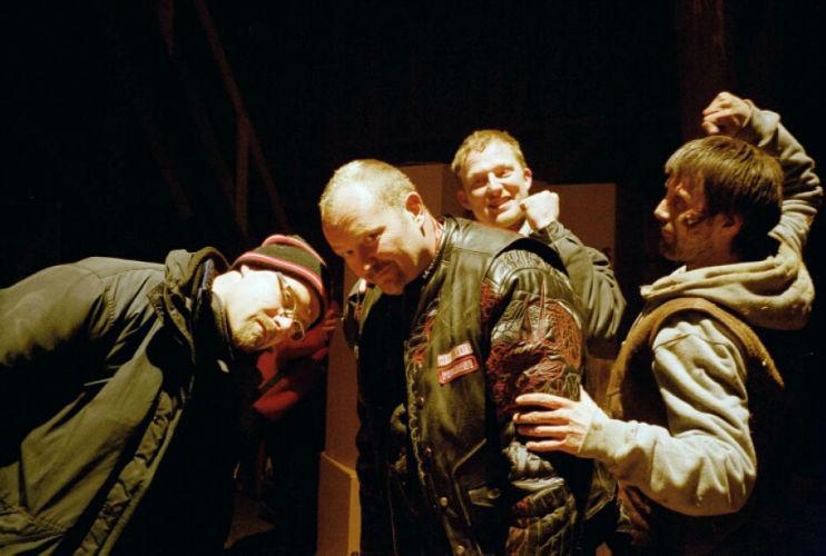 Dennis Albrethsen sammen med drengene fra Rejseholdet - Rejseholdet - 2003
